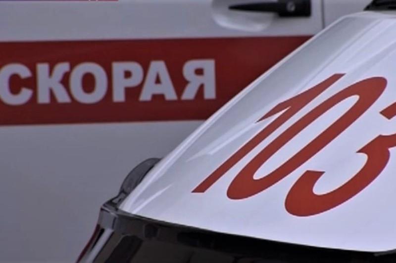 СМИ: Четыре человека пострадали при столкновении двух такси на юге Москвы