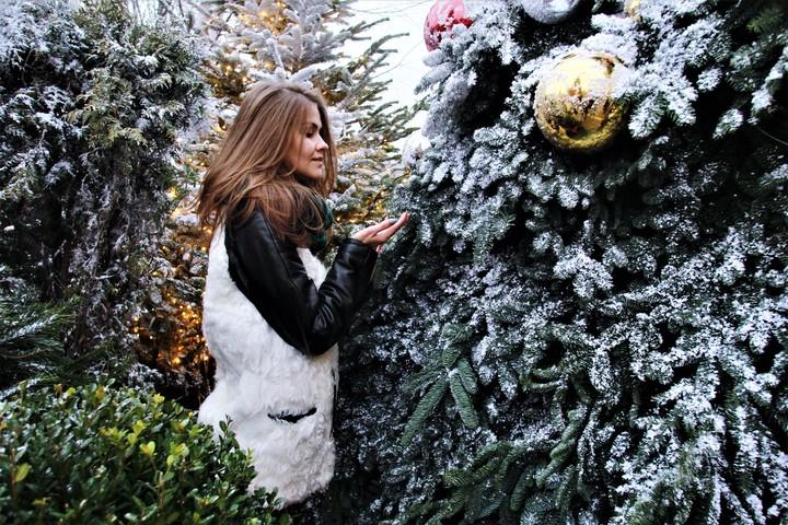 Новогоднее настроение в Москве. На фото Алина Палянски / Фото: Наталия Нечаева, «Вечерняя Москва»