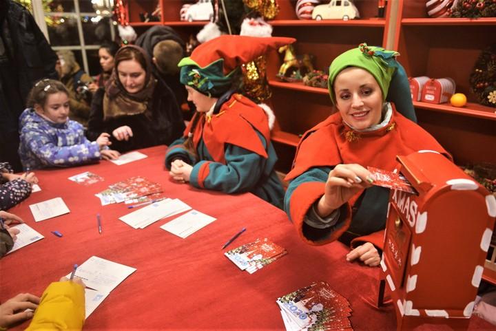 На фестивале «Путешествие в Рождество» можно написать письмо Деду Морозу / Фото: Наталья Феоктистова, «Вечерняя Москва»