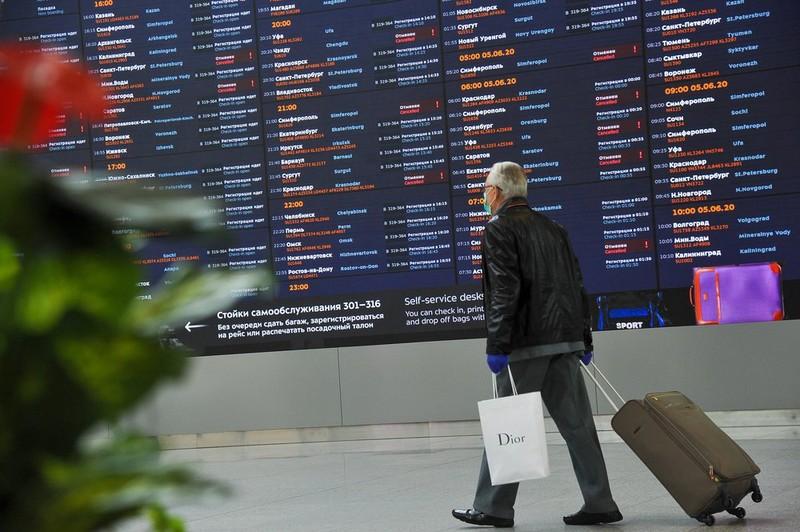 Более десяти рейсов задержали и отменили в аэропортах Москвы