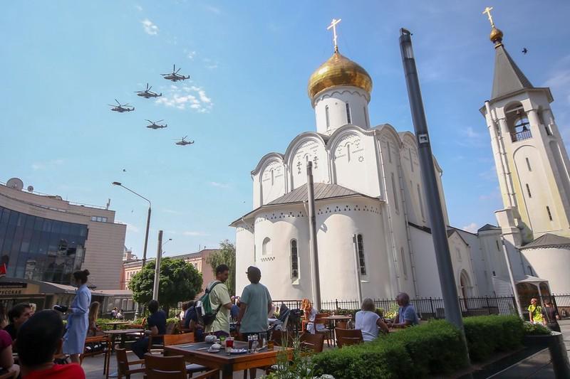 Песков оценил влияние погоды на проведение воздушной части парада Победы в Москве