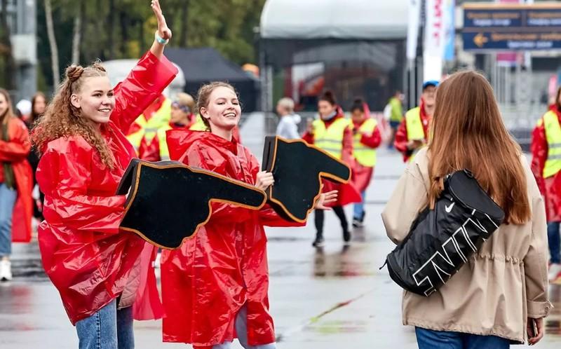 Волонтеры Москвы рассказали, как они помогают людям с ОВЗ