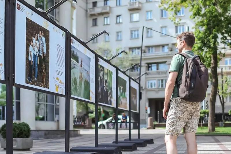 Уличные выставки «Москва победная» открылись на трех бульварах города