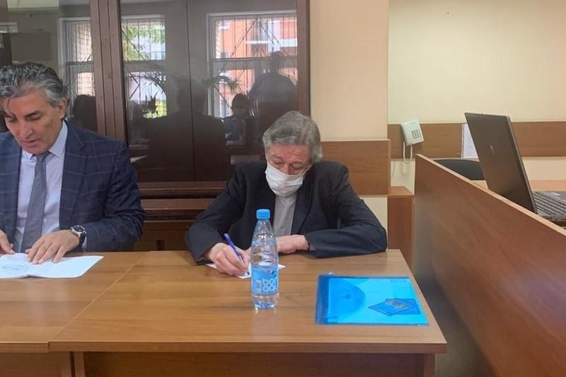 Допрос свидетелей по делу Ефремова: главные загадки и нестыковки