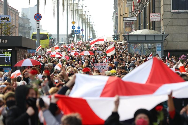 Жители Минска вышли на центральные улицы города с лозунгами о забастовке
