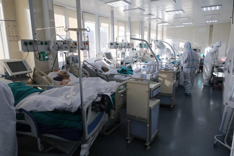 Более 300 пациентов с COVID-19 лечатся в московском центре «Вороновское»