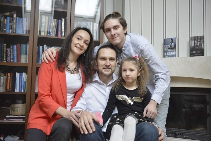 Благодаря городской поддержке приемных семей с каждым годом все больше детей-сирот находят новый дом