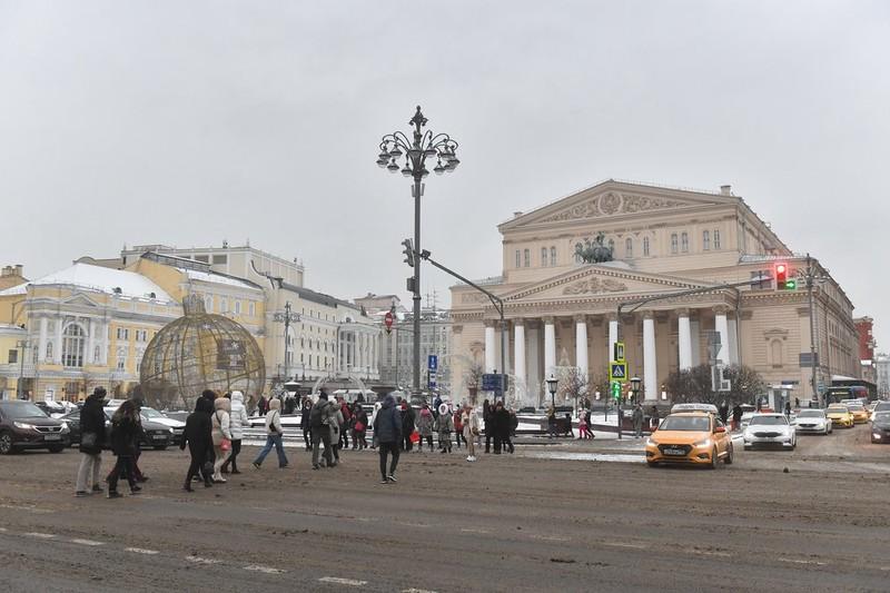 СМИ: Около 250 человек эвакуировали из Большого театра после сообщения о минировании
