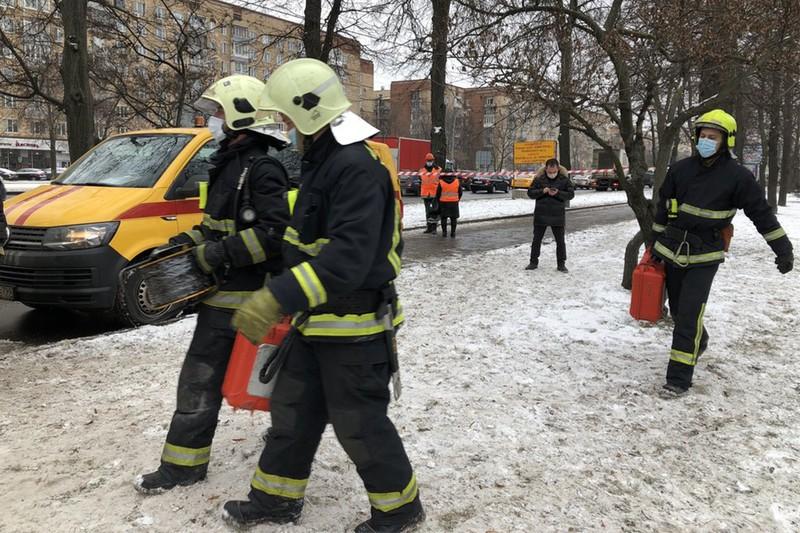 Человека спасли из горящей квартиры в доме на востоке Москвы