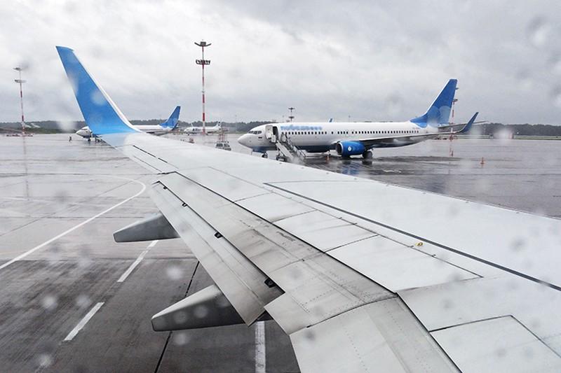 Около 30 рейсов задержали и отменили в аэропортах Москвы
