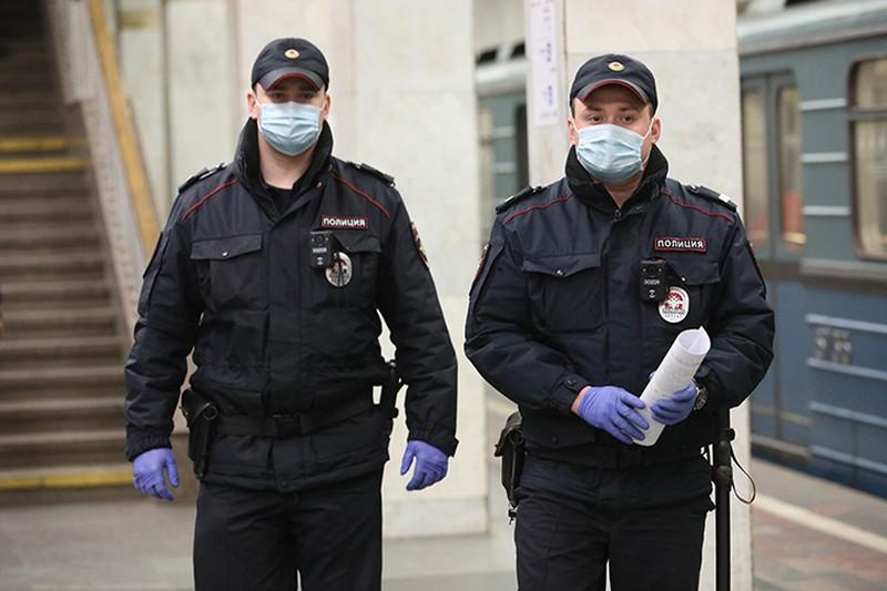 Полицейские задержали серийного грабителя телефонов у пассажирок столичного метро