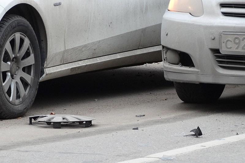 Полоса движения перекрыта на ТТК из-за столкновения двух автомобилей каршеринга