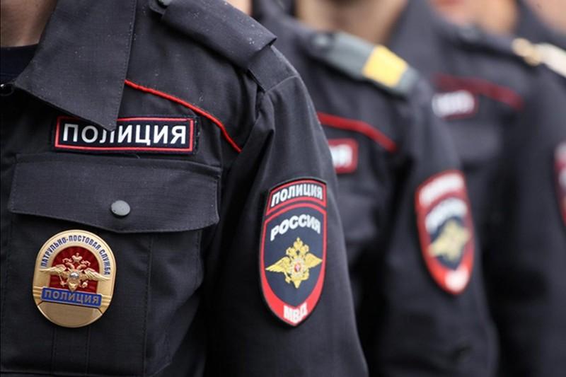 Проекторы за 400 тысяч рублей украли из машины курьера в центре Москвы