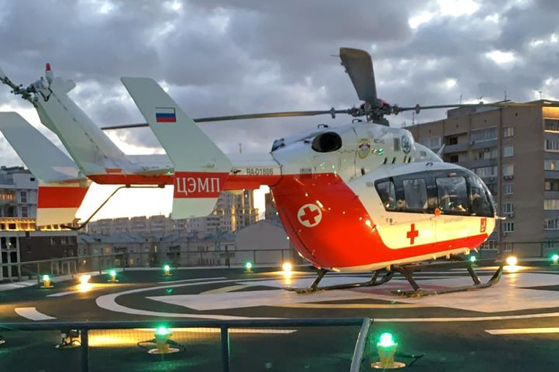 Вертолет МАЦ доставил в больницу пострадавшего в ДТП подростка