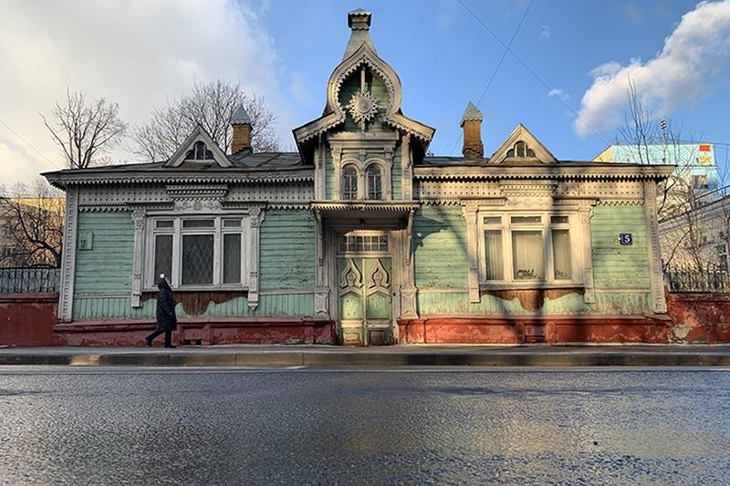 Деревянный дом Страховых в столичном районе Сокольники признали памятником архитектуры