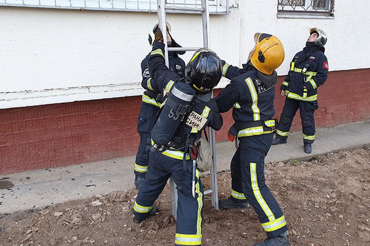Площадь пожара в общежитии Военного университета увеличилась до 500 «квадратов»