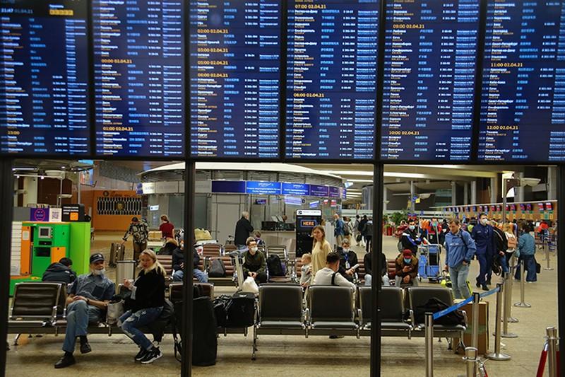 Почти 20 рейсов отменили и задержали в аэропортах Москвы