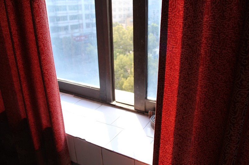 СК РФ организовал проверку после падения девочки из окна в Можайске