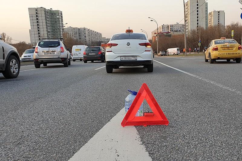 Проезжую часть освободили после возгорания автомобиля на юге Москвы
