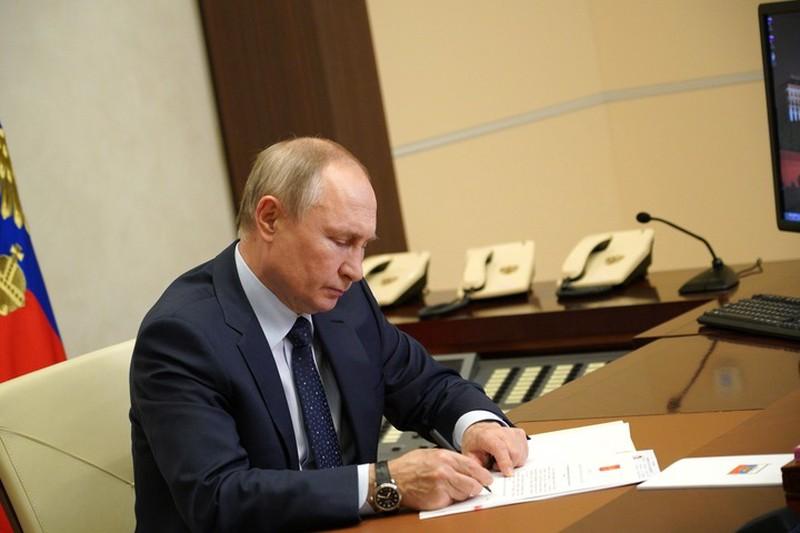 Путин поручил выделить средства из ФНБ на строительство трассы Москва — Казань