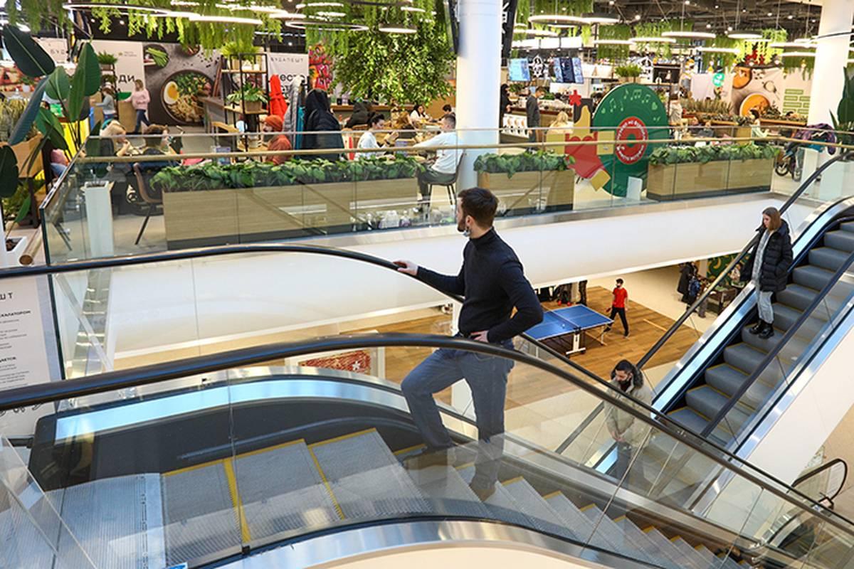 Власти Москвы оценили посещаемость торговых центров на фоне COVID-19