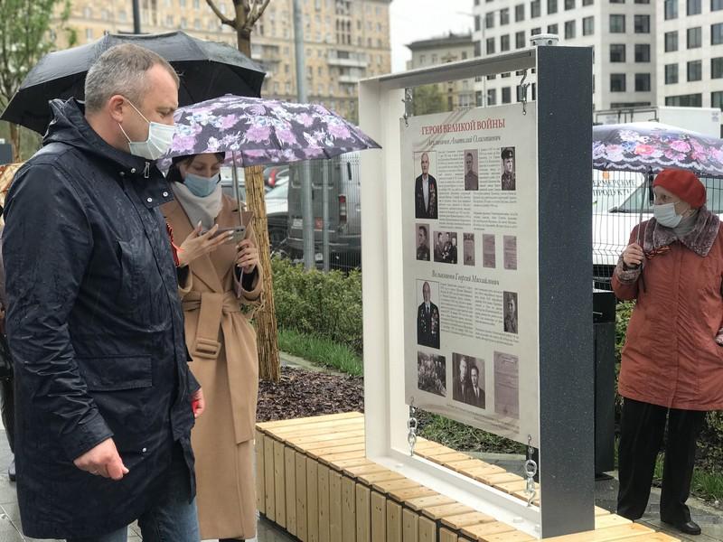 Выставка редких фронтовых снимков открылась в столице по инициативе Евгения Попова