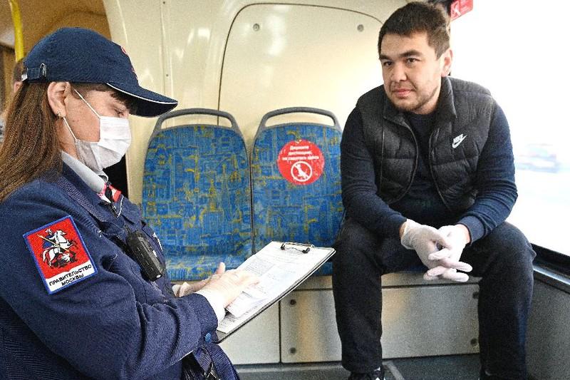 Большинство пассажиров столичного транспорта соблюдают меры безопасности