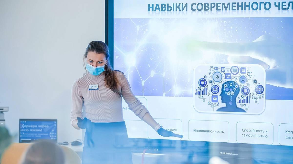 Около 400 школьников Москвы прошли оплачиваемые стажировки центра «Моя карьера»