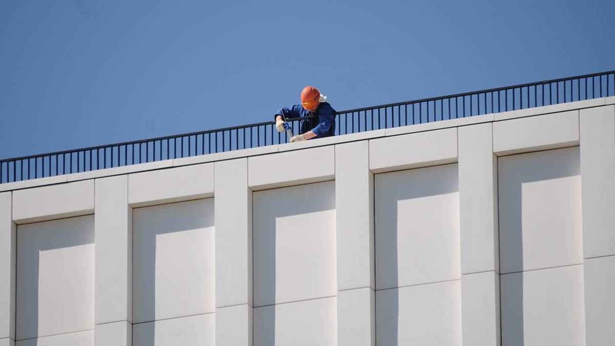Монолитные работы завершили в клинике на востоке Москвы