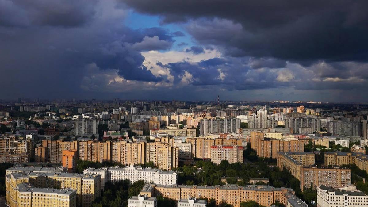 Синоптик предупредил москвичей о «хлябистой» погоде в августе