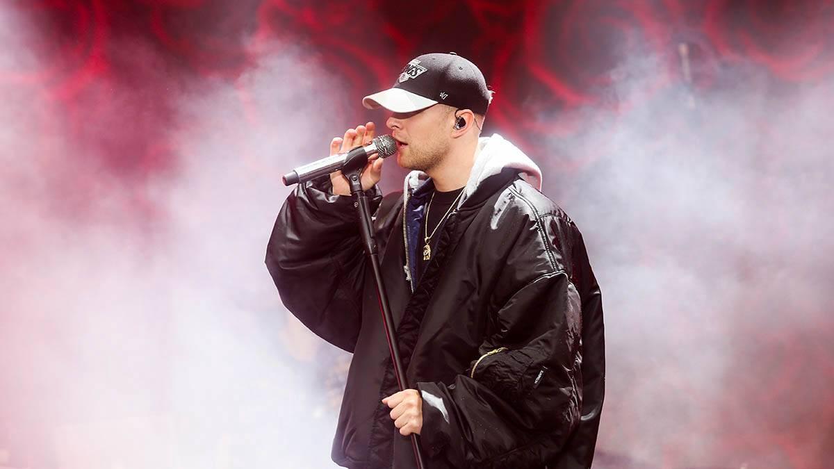 Егор Крид во время выступления в Ялте начал петь песню МакSим