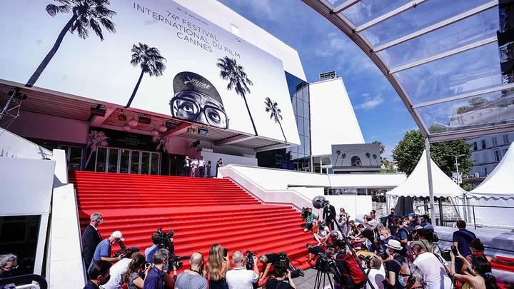 Подготовка к открытию 74-го Каннского международного кинофестиваля/ Фото: Zuma\TASS