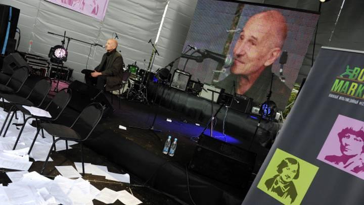 Во время презентации своей книги миниатюр «Закорючки», 2011 год / Фото: РИА Новости