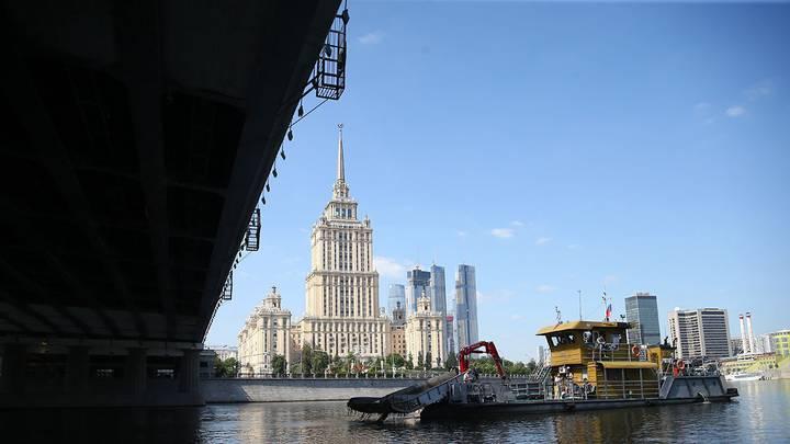 Работы по очистке Москвы-реки/ Фото: Сергей Ведяшкин / АГН Москва