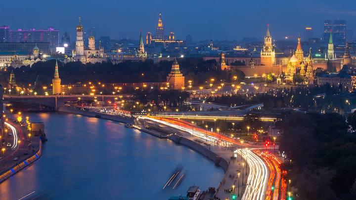 Москворецкая набережная и Большой Москворецкий мост / Фото:Марина Лысцева/ТАСС