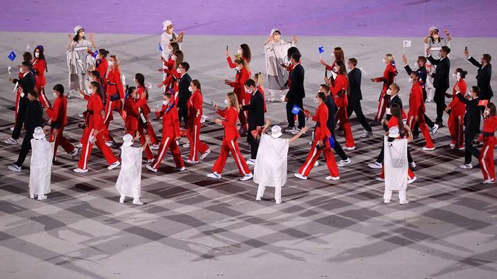 Команда ОКР во время парада атлетов на Национальном олимпийском стадионе / Фото: Сергей Бобылев/ТАСС