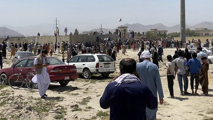 Ситуация у международного аэропорта имени Хамида Карзая в Кабуле, Афганистан / Фото: EPA/ТАСС