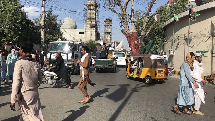 Сторонники радикального движения «Талибан» (запрещено в РФ) взяли под свой контроль город Джелалабад - административный центр провинции Нангархар на востоке Афганистана / Фото: EPA/ТАСС