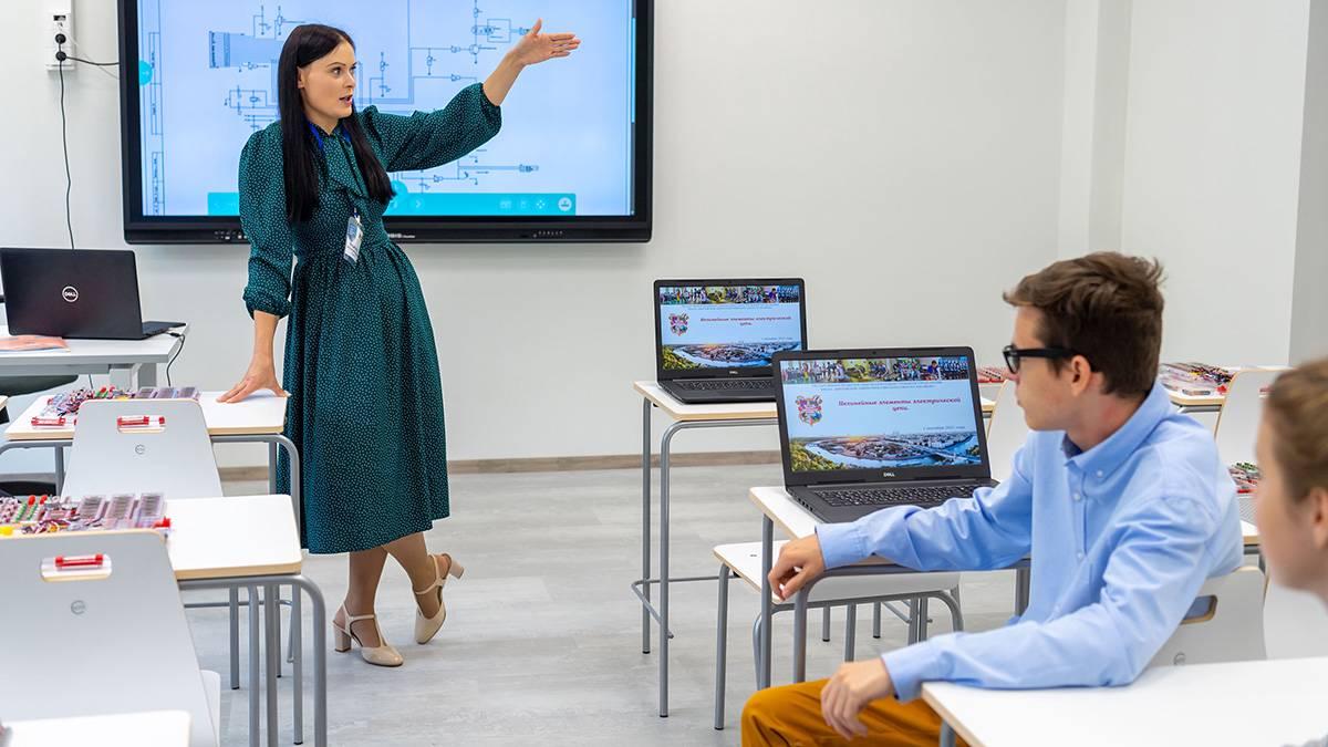Почти 50 классов в школах Санкт-Петербурга перевели на удаленку из-за ОРВИ