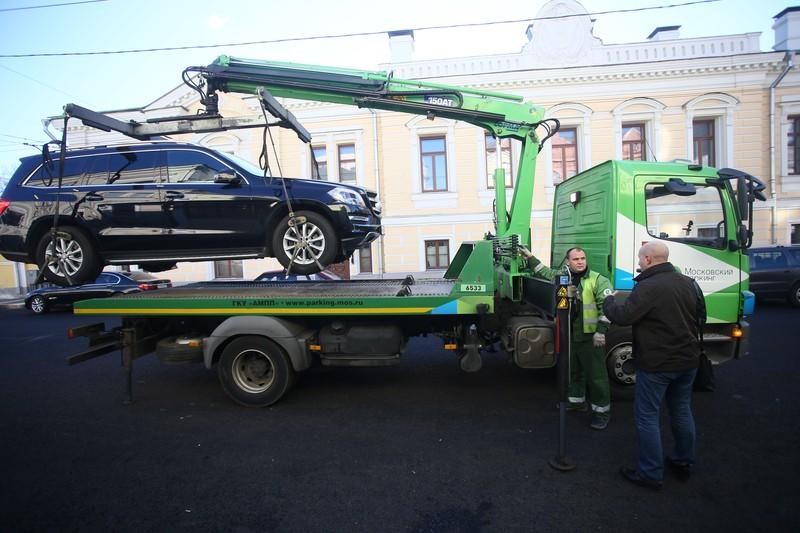 Более 2,2 тысячи автомобилей без номеров эвакуировали в Москве в 2020 году