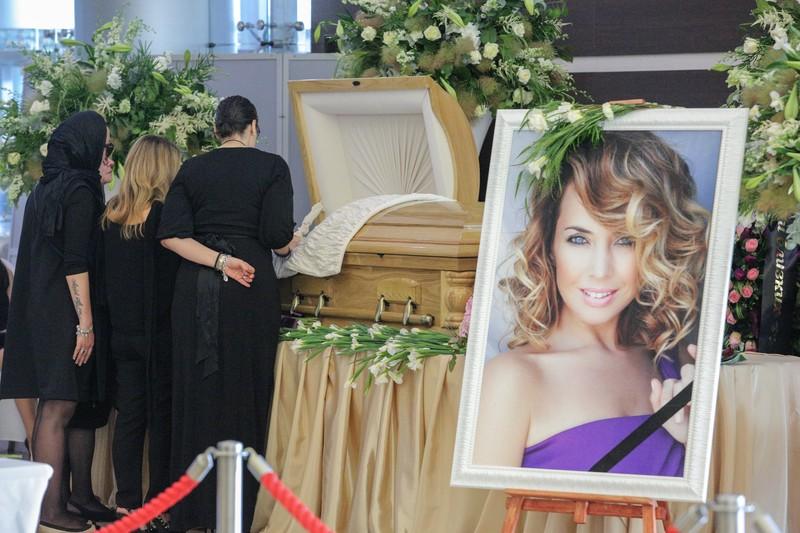 Мать Фриске возмутило «идиотское заявление» о хищении останков певицы