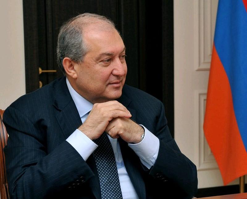 Президент Армении проведет экстренные консультации по вопросу Карабаха