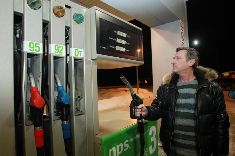«Чтобы не было дефицита»: эксперты обсудили возможный запрет экспорта бензина