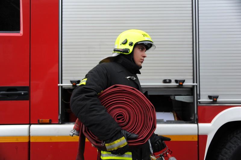 Строители потушили возгорание до приезда пожарных на юго-западе Москвы