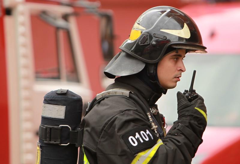 Завод загорелся на юго-востоке Москвы